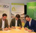 Bruno Sauer, Bruno Gutiérrez y Javier Torralba durante la firma